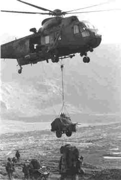 846 NAS Sea King delivers a radio trailer to waiting troops